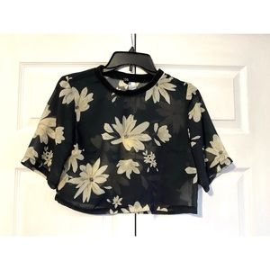3/$16💰 H&M Floral Crop Top